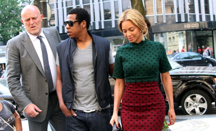 Beyonce surrounded by Bodyguards, new york bodyguard services